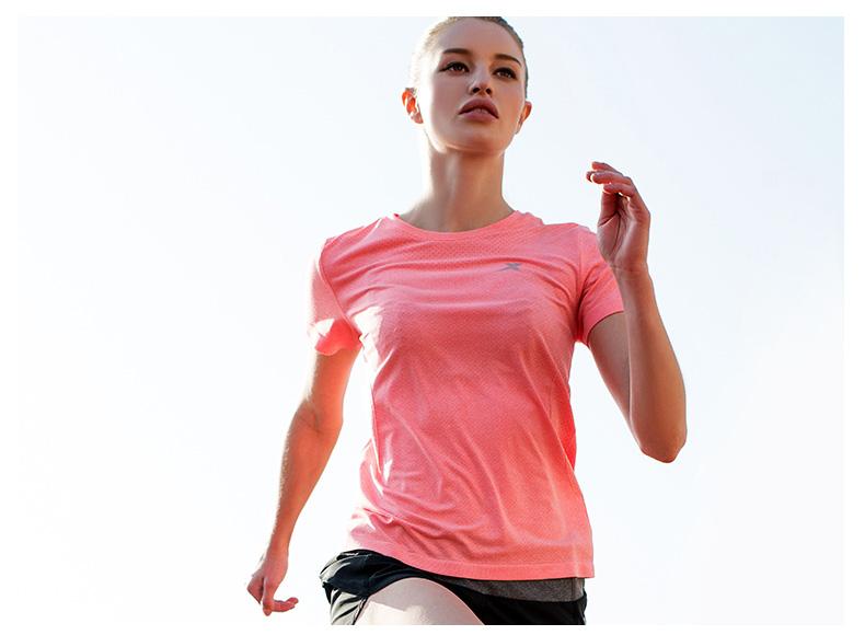 特步 女短T恤2017春夏新款 舒适透气轻便女上衣883128019030-