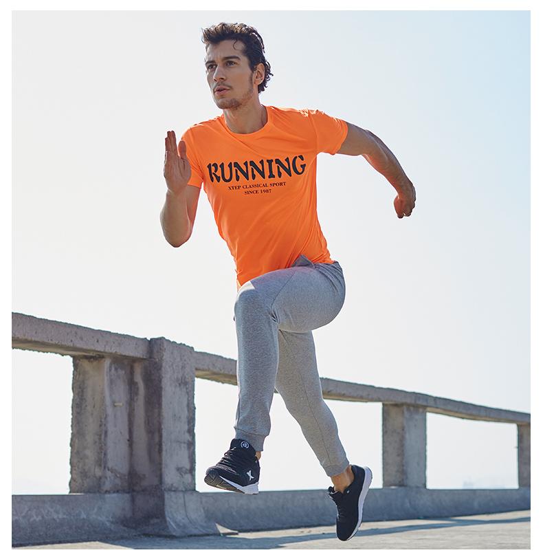 特步 男子运短袖17夏季新款 轻盈透气健身男上衣883129019038-