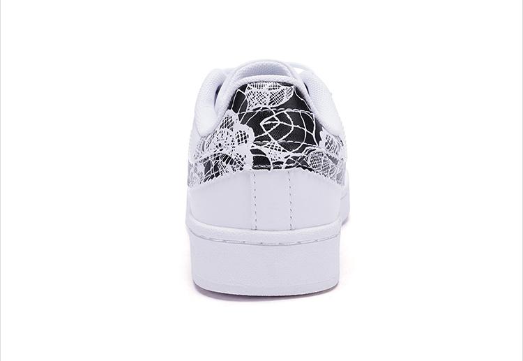 特步 专柜款 女子春季板鞋 π系列印花贝壳头板鞋982118315802-