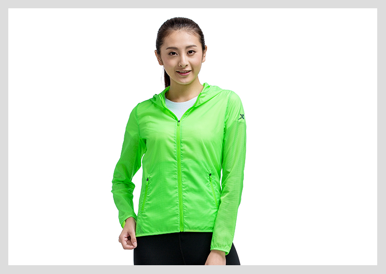 特步 专柜款 女子春季单风衣 透气防晒户外运动风衣983128140114-