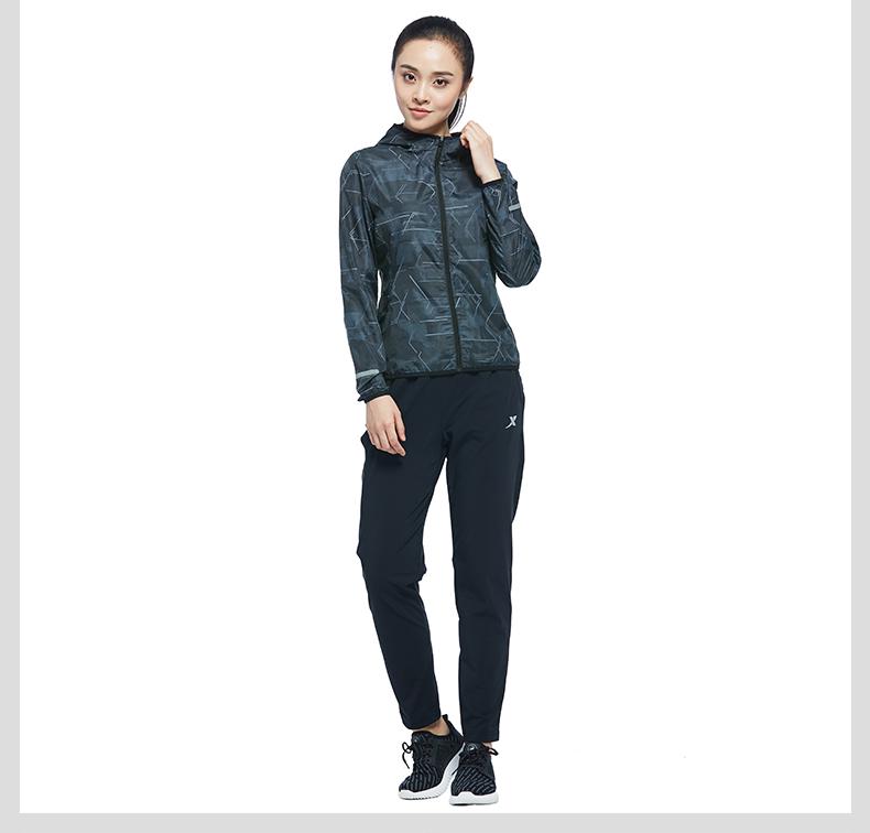 特步 女子单风衣 专柜款舒适运动外套983328140142-