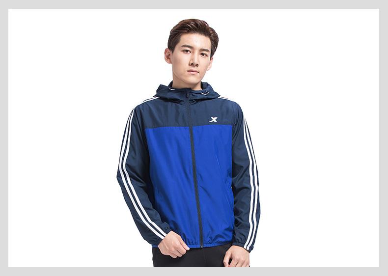 特步 专柜款 男子秋季风衣 17新品条纹运动双层风衣外套983329150338-